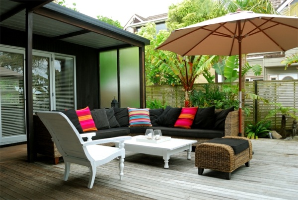 terrassenüberdachung rattanmöbel holzstuhl beistelltisch