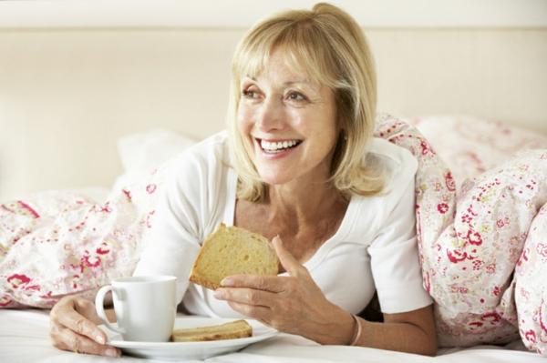 frauen gesunder körper gesundes frühstück