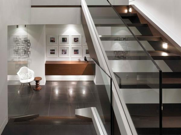 treppenhaus design gläsernes geländer beleuchtet