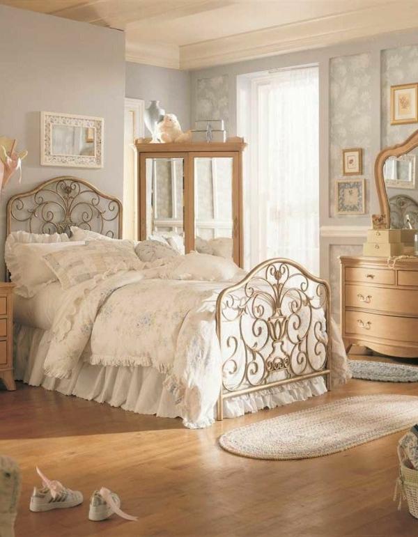 vintage schlafzimmer kleiner teppich kleiderschrank spiegeltüren