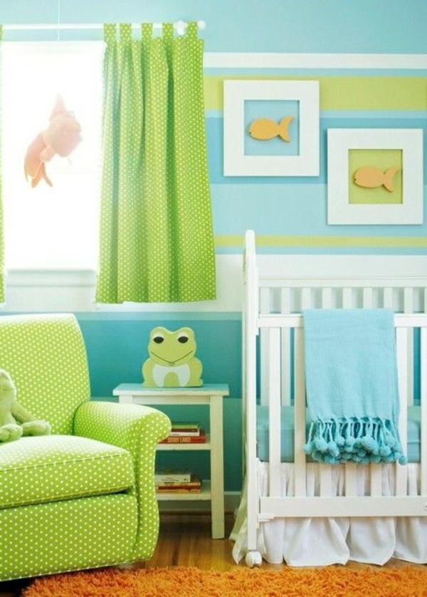 wandgestaltung babyzimmer streifen bilder grüner sessel