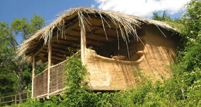 ökologisch bauen lehmhaus dorf leshten bulgarien