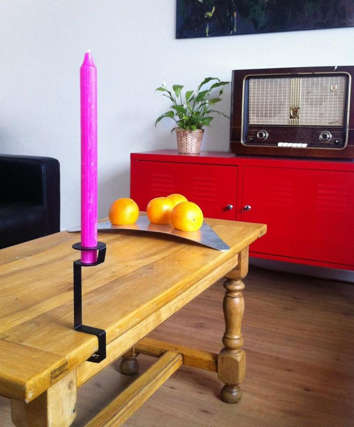 Designer Einrichtung bunte  Kerzenstaender in Szene