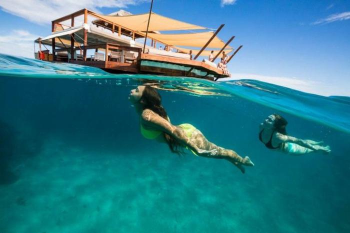 Fidschi Inseln Urlaub cloud 9 bar restaurant schwimmen