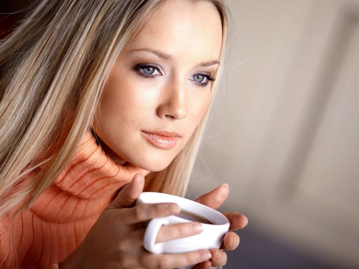 Guten Morgen Kaffee untersuchungen kaffee trinken mädchen
