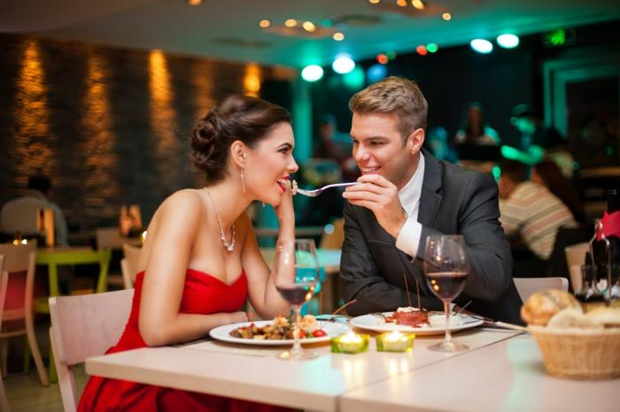 abnehmen tipps paar romantisches abendessen