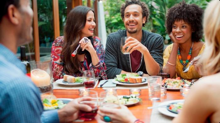 abnehmen tipps freunde essen genießen gespräche