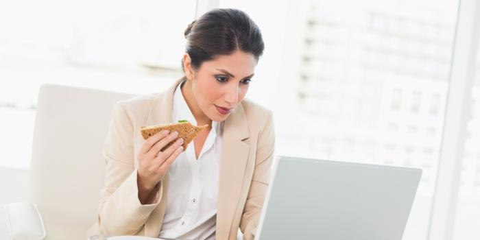 abnehmen tipps vor dem computer essen