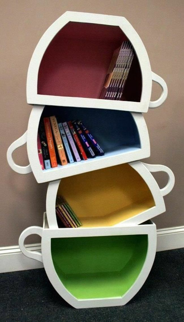 bücherregal originelle idee kaffeetassen