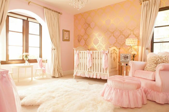 Kinderzimmergestaltung Babyzimmer Fellteppich Sessel Lange Gardinen