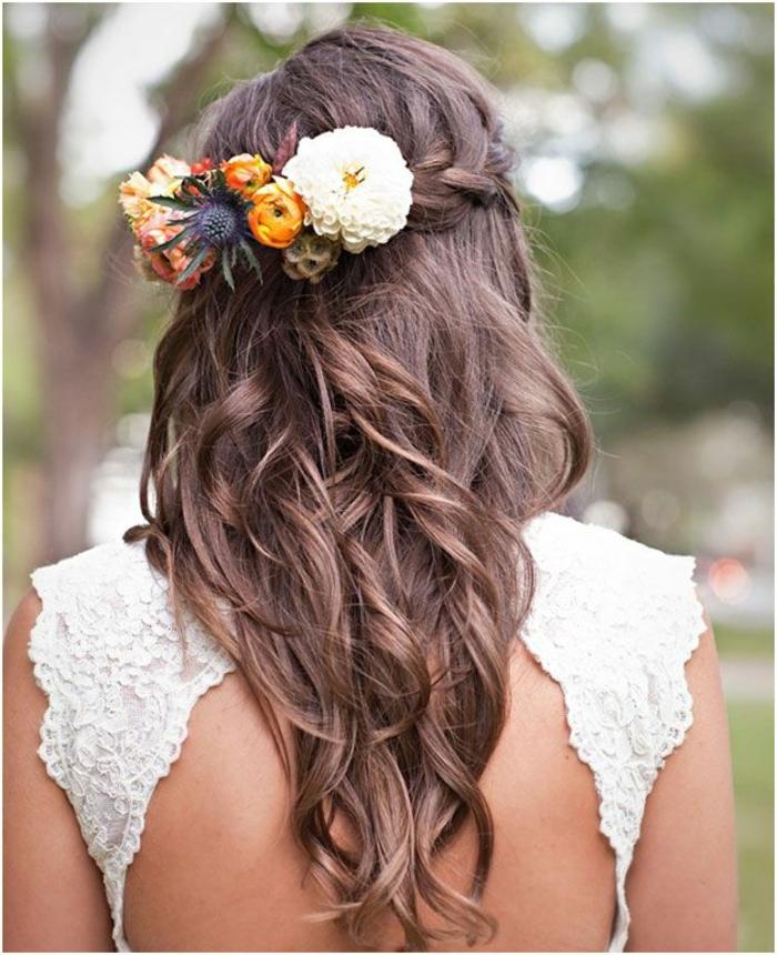 brautfrisuren charmantes langes haar haarschmuck farbig