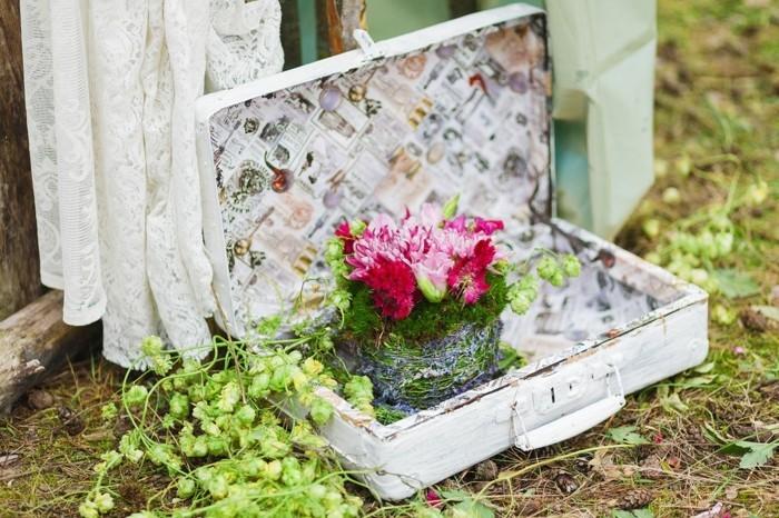 dekoidee mit koffer für vintage hochzeit