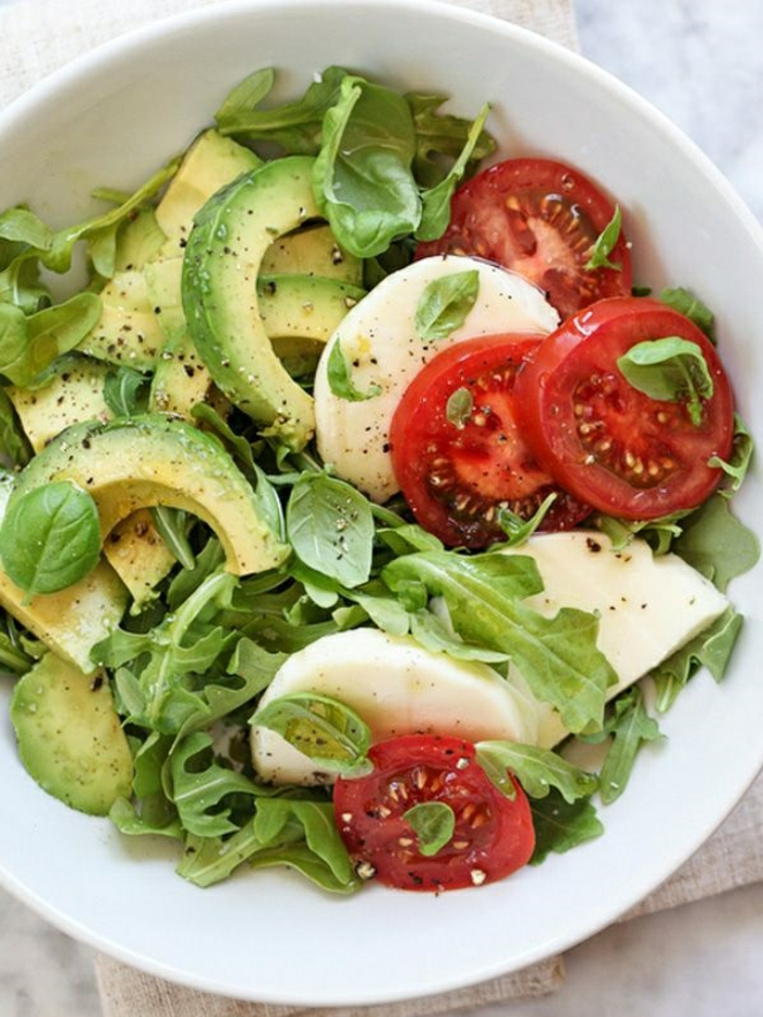 einfache gerichte kochen avokadosalat mit olivenöl