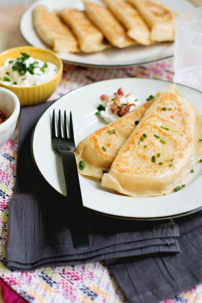 einfache gerichte kochen leckere piroggen mit schinken und käse