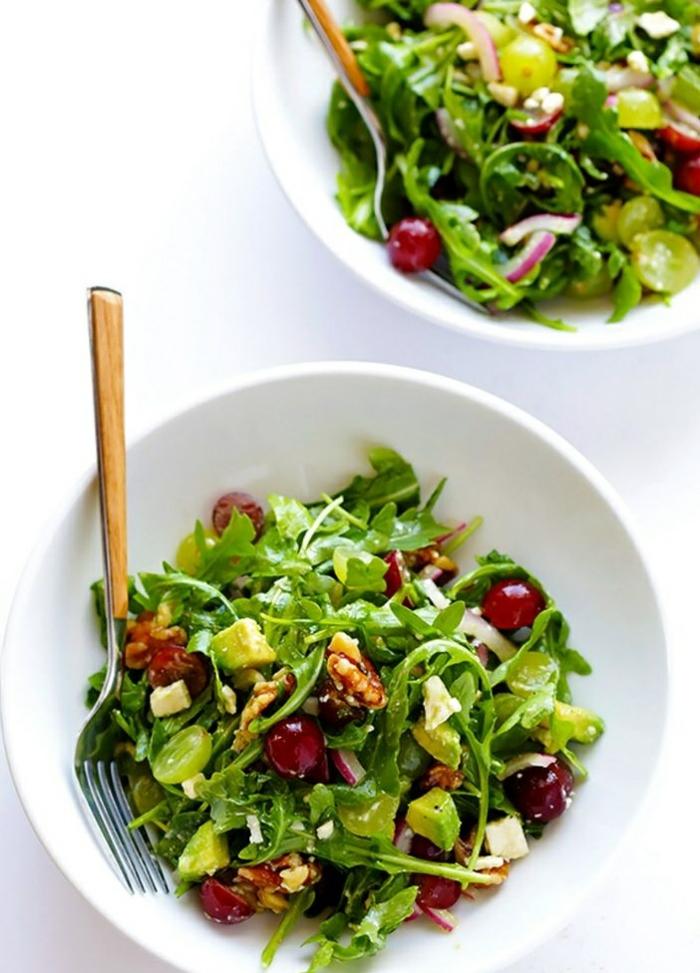 einfache gerichte kochen spinat rucola salat mit olivenöl