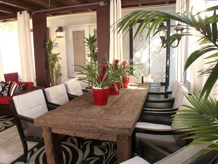 esszimmermöbel außenbereich rustikaler esstisch rote akzente