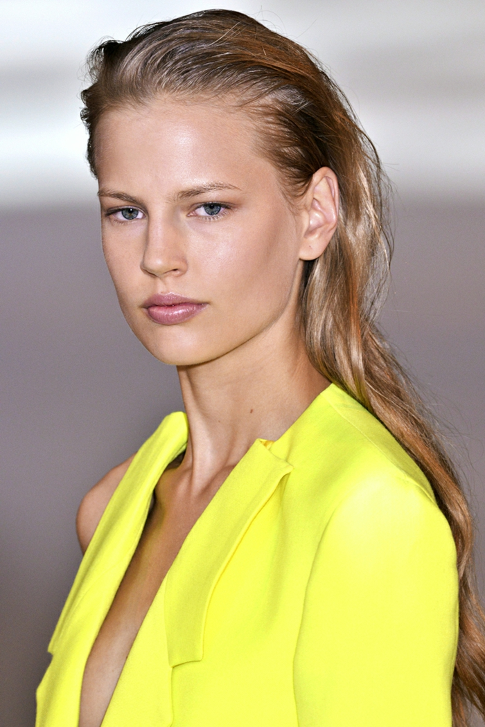 festliche frisuren frauenfrisuren nasseffekt langes haar