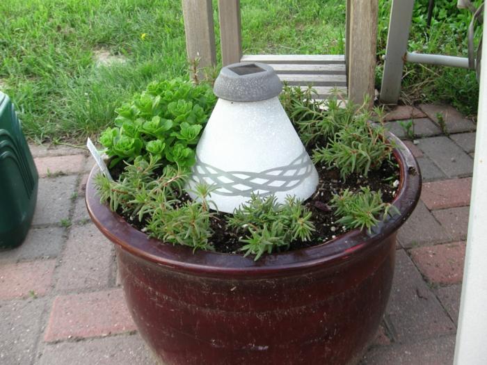 gartendeko ideen blumentopf gläserner lampenschirm pflanzenbehälter