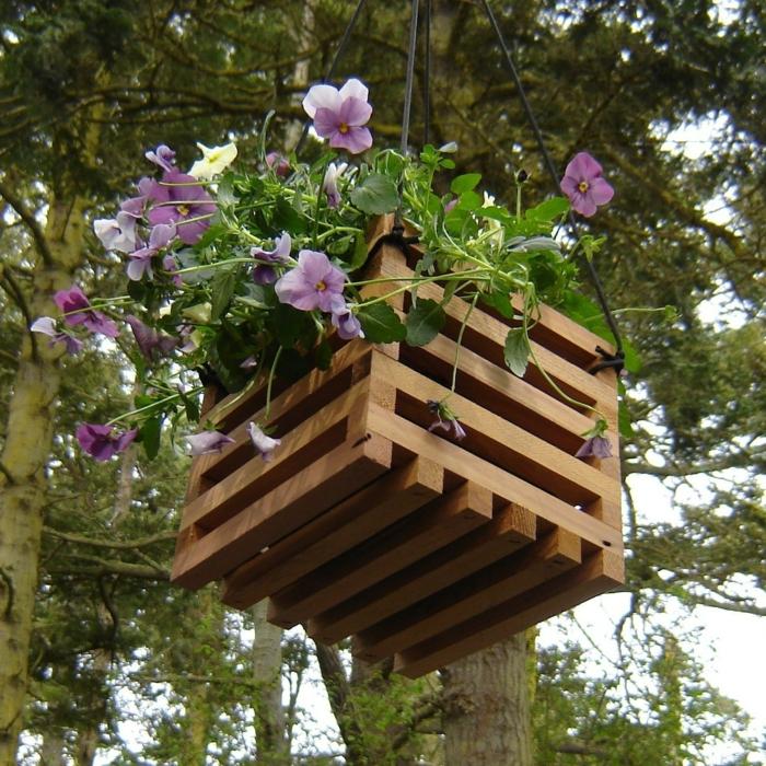gartendeko ideen pflanzenbehälter wiederverwendetes holz