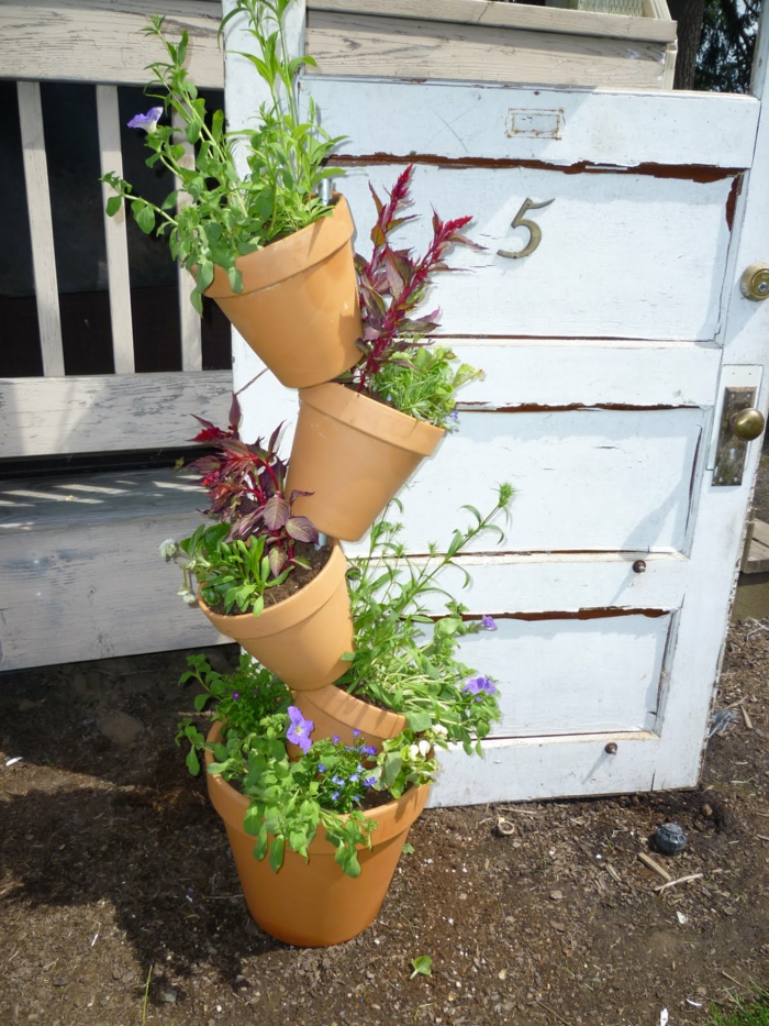 gartendeko basteln pflanztöpfe aufeinander ordnen