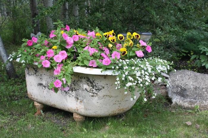 gartenideen zum selber machen blumenkübel alte badewanne