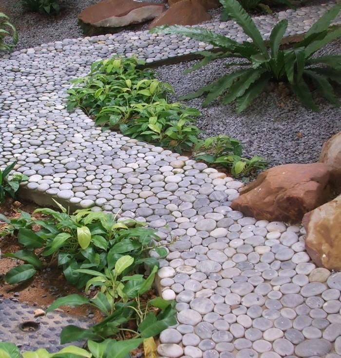 gartenweg aus kieselsteinen gestalten
