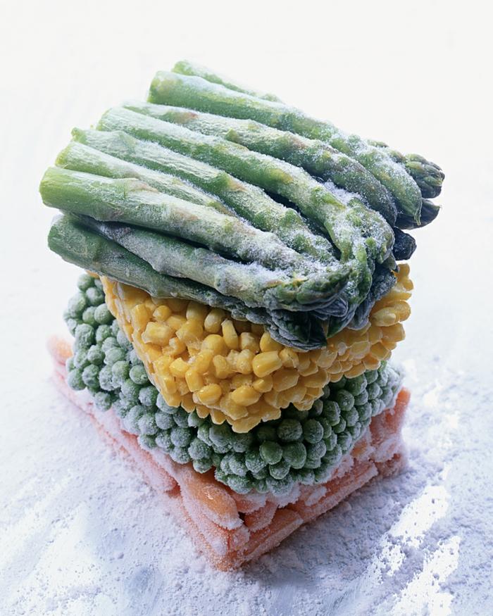 gefrorenes gemüse in tüte aufbewahen spargel mais erbsen möhren