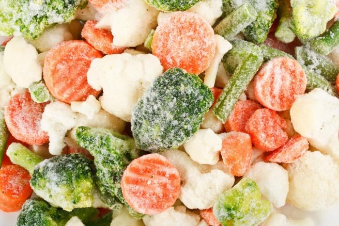 gefrorenes gemüse mix im eisfach aufbewahen