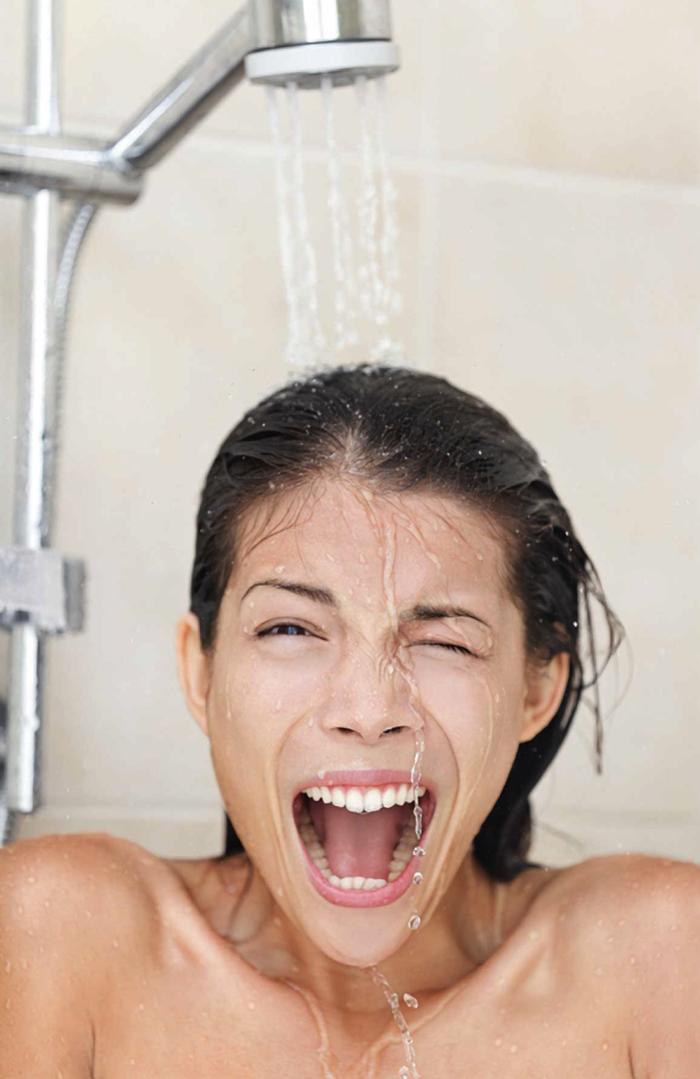 gesundes wasser kontrastdusche nehmen lifestyle