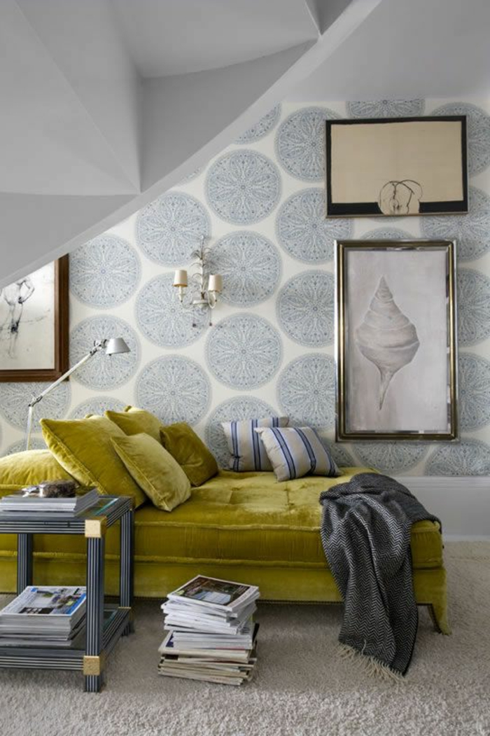 grünes sofa coole wandgestaltung wandleuchte bild