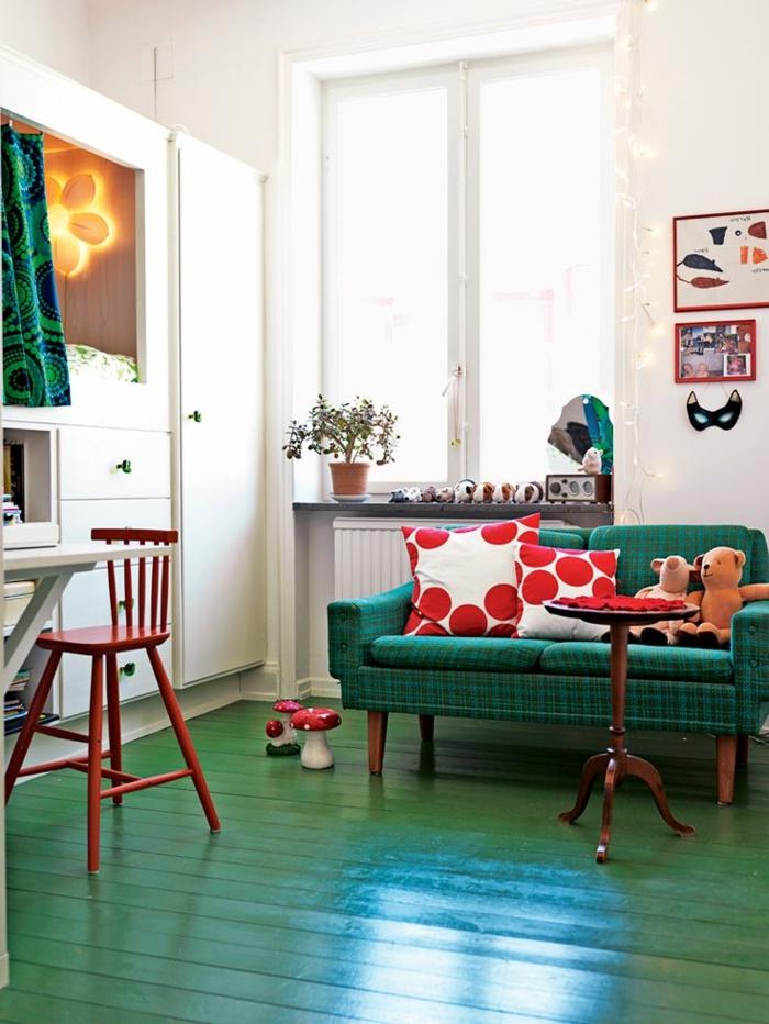 grünes sofa grüner boden frische dekokissen wohnzimmer