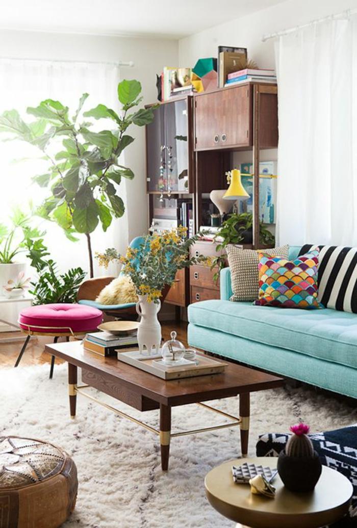 grünes sofa hellgrün frisch wohnzimmer pflanzen