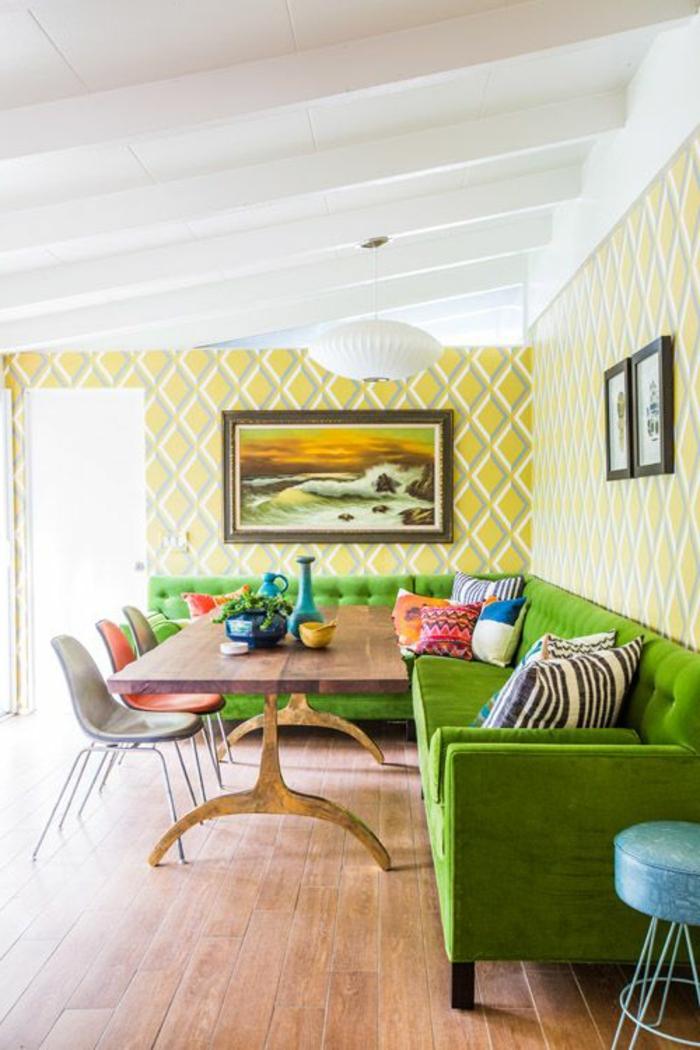 grünes sofa schöne wohnideen holzboden farbige dekokissen