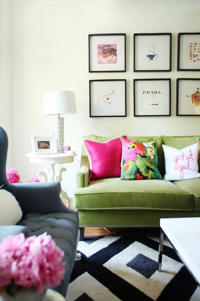 grünes sofa teppichmuster geometrisch