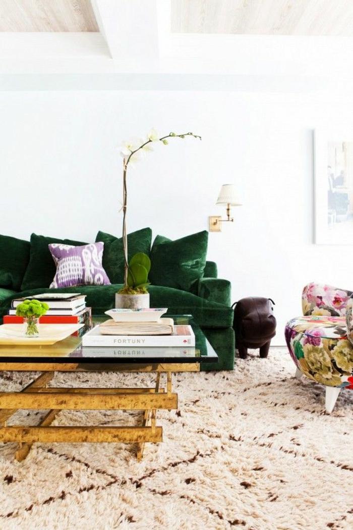grünes sofa wohnzimmer teppich farbiger sessel