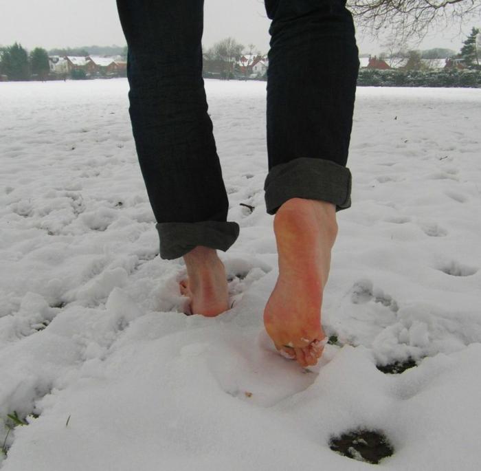 hobby barfuß barfuß laufen im schnee