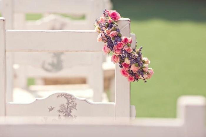 hochzeitsdeko mit blumenkranz rosen vintage hochzeit