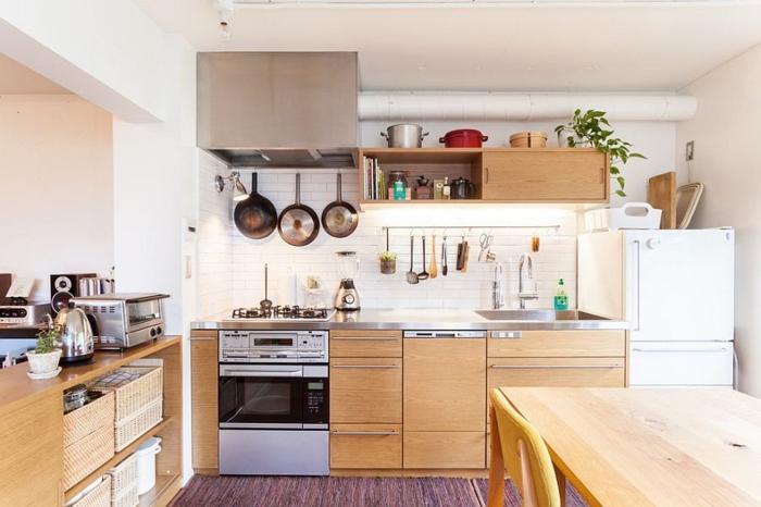 küchendesign  helle küchenschränke teppich weiße wandfarbe