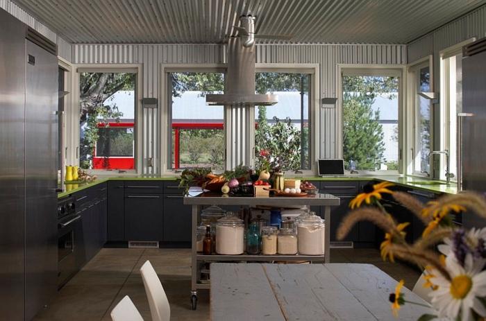 küchendesign coole wandgestaltung rustikaler esstisch
