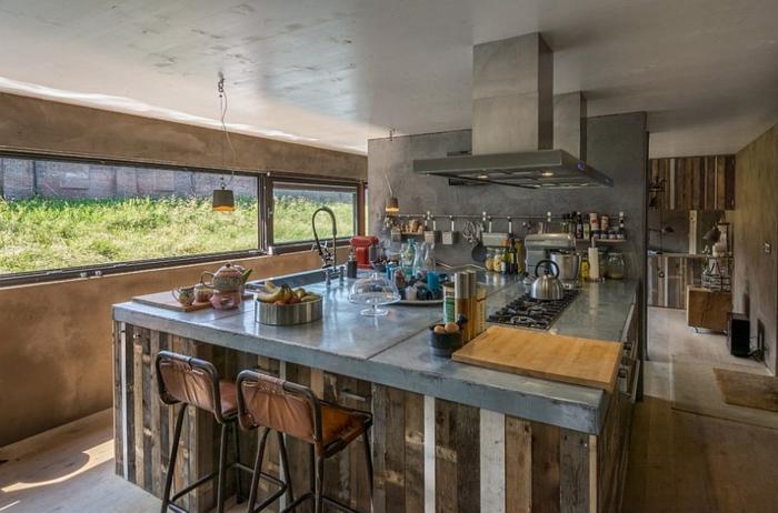 küchendesign industriell kücheninsel barhocker fenster