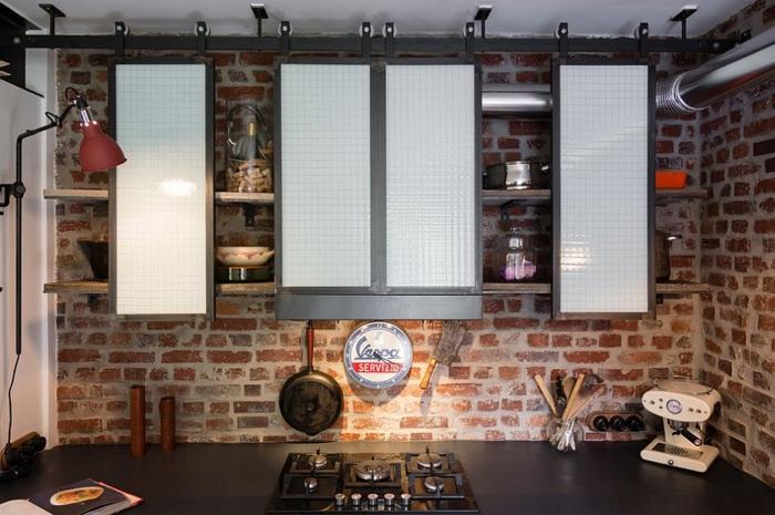 kücheneinrichtung industrieller look wandregale schiebetüren