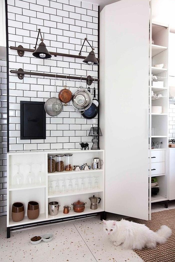 kücheneinrichtung kleine küche aufbewahrungsraum regale