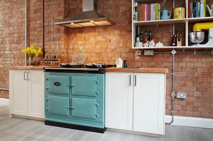 kücheneinrichtung kleine küche ziegelwand offene regale