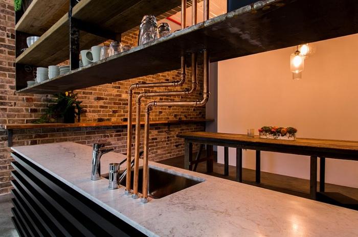 kücheneinrichtung rohre ziegel industrieller look