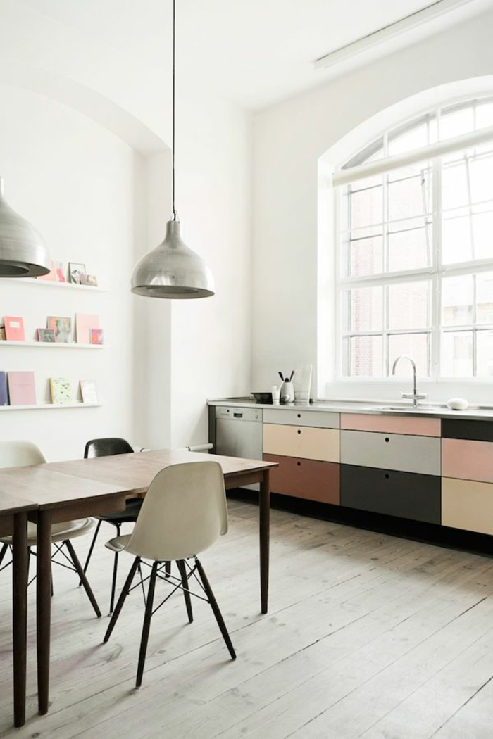 küchengestaltung pastellfarben holzboden pendelleuchten