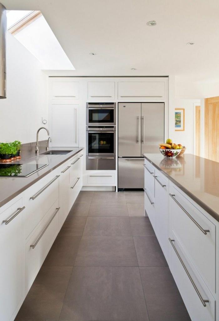 küchengestaltung weiß grau bodenfliesen deko