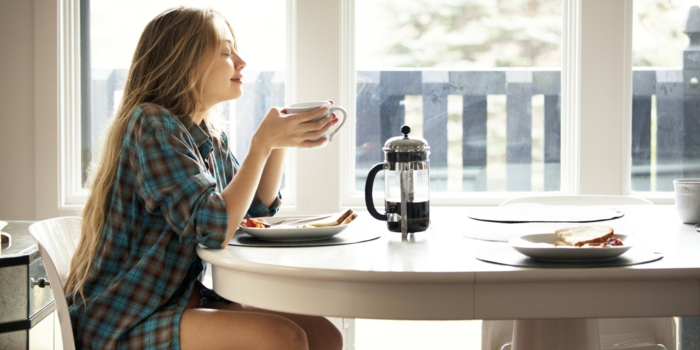 guten morgen kaffee mädchen frühstück