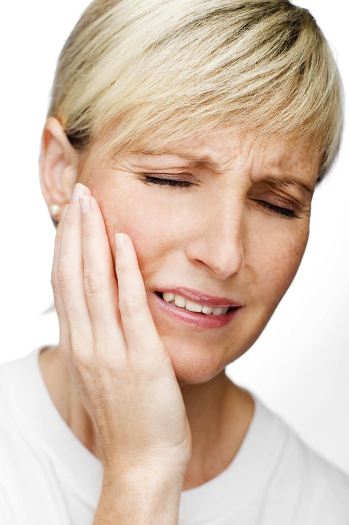richtige zahnpflege karies zahnschmerzen frau