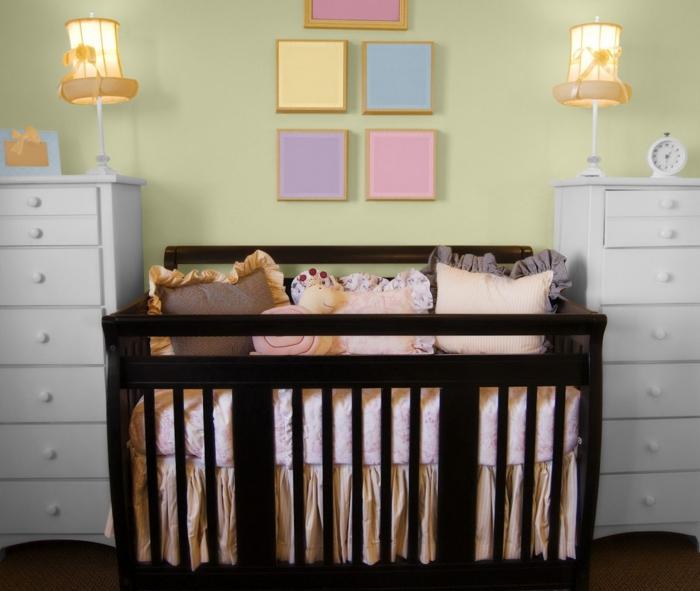 kinderzimmer gestalten babyzimmer grüne wandfarbe weiße kommoden