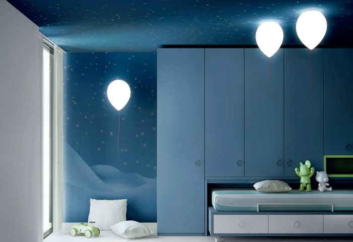 kinderzimmer gestalten prunkvolle leuchten blaues interieur